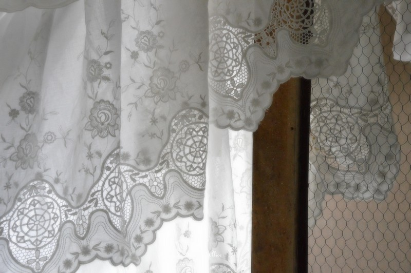 Cache sommier froufrou romantique shabby chic