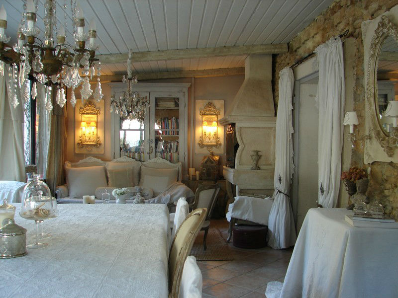About attic alice 39 s shabby chic romantic vintage furniture for Salle manger decoration