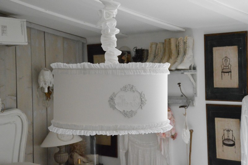 abat jour suspension monogramme linge ancien ornement shabby chic et romantique boutique www. Black Bedroom Furniture Sets. Home Design Ideas